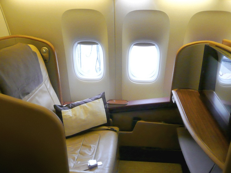 SQ_First_Class_777-300ER_seats